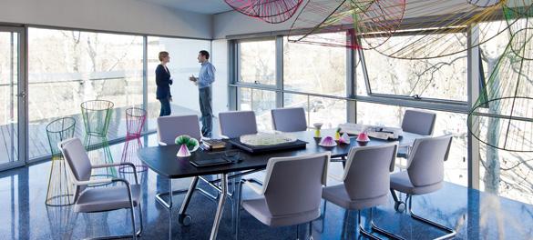 Konferenzraum Möbel von AVB Büroeinrichtungen