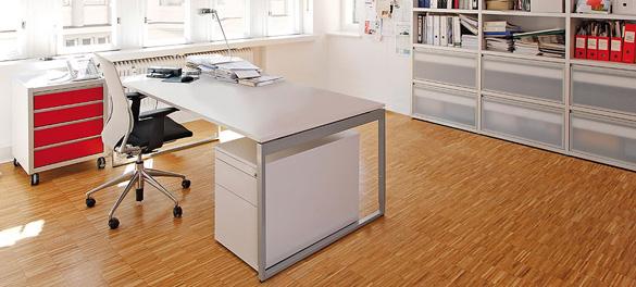 Schreibtisch für Home Office von AVB Büroeinrichtungen