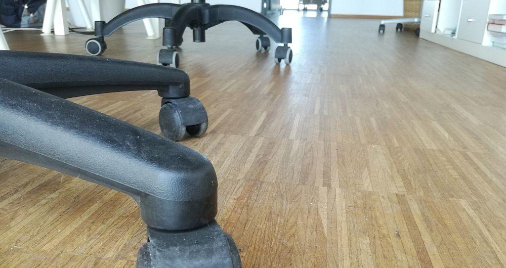 Bürostuhlrollen auf Parkettboden - AVB Büroeinrichtungen