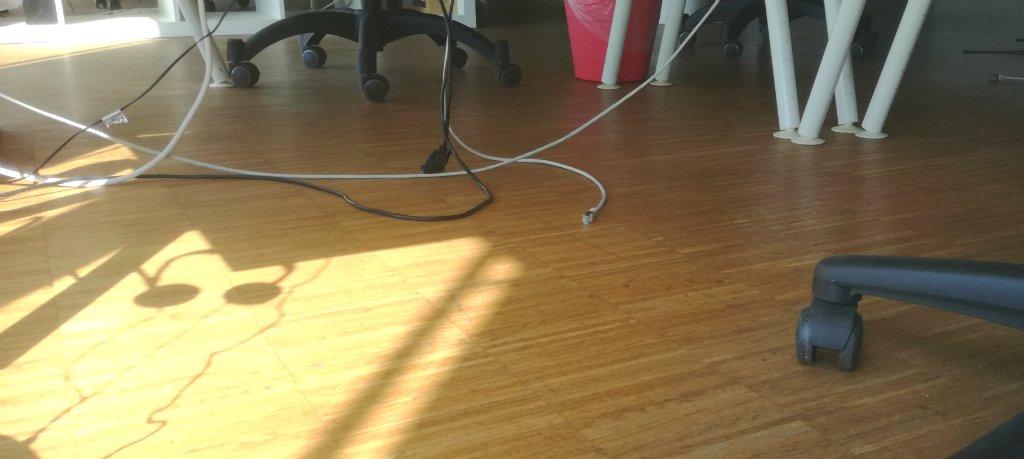 Laminatfußboden im Büro - AVB Büroeinrichtungen